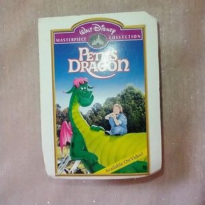 Pete's dragon ❤️dragon in book case cover ❤️